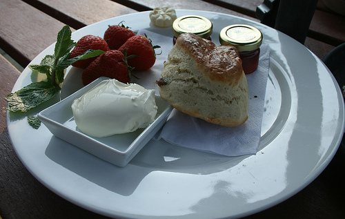 The English cream tea arrives in Provence.